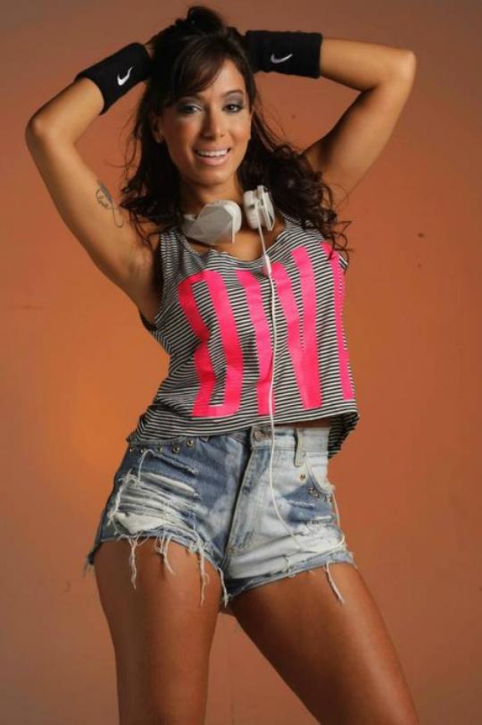 637ebdd86 Pra ficar poderosa: site da Anitta agora tem loja virtual com roupas ...