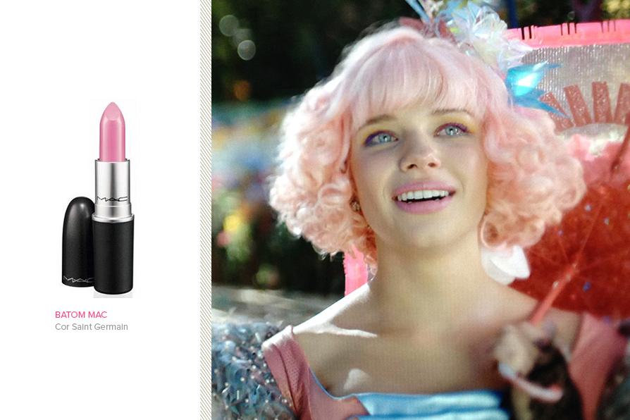 O batom rosa da professora Juliana tem agradado o público feminino - Foto: Reprodução/Ego