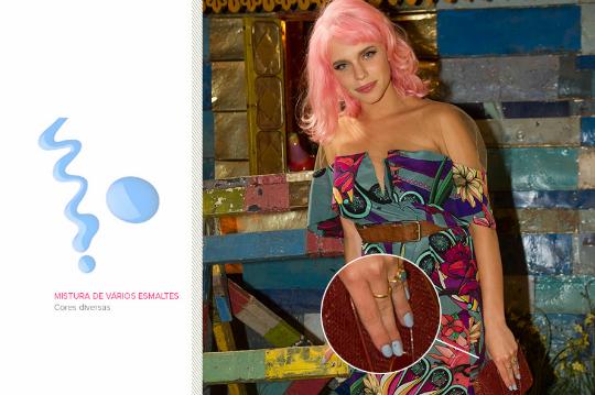 A cor das unhas da professora Juliana é resultado de uma mistura de cores - Foto: Reprodução/Ego
