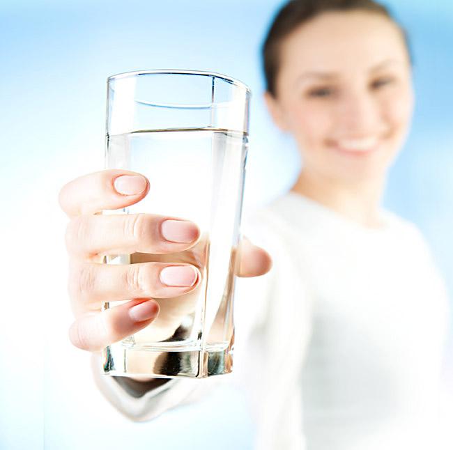 Beber água é muito importante para manter a hidratação do corpo - Foto: Divulgação