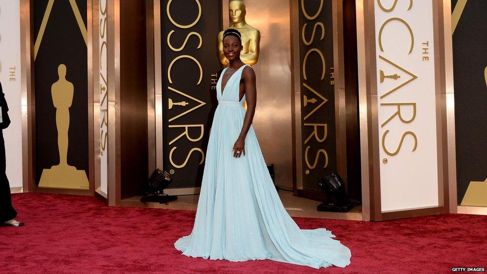 Todos os anos, várias celebridades desfilam looks impecáveis pelo Red Carpet do Oscar. Na foto Lupita Nyong'o - Foto: Divulgação