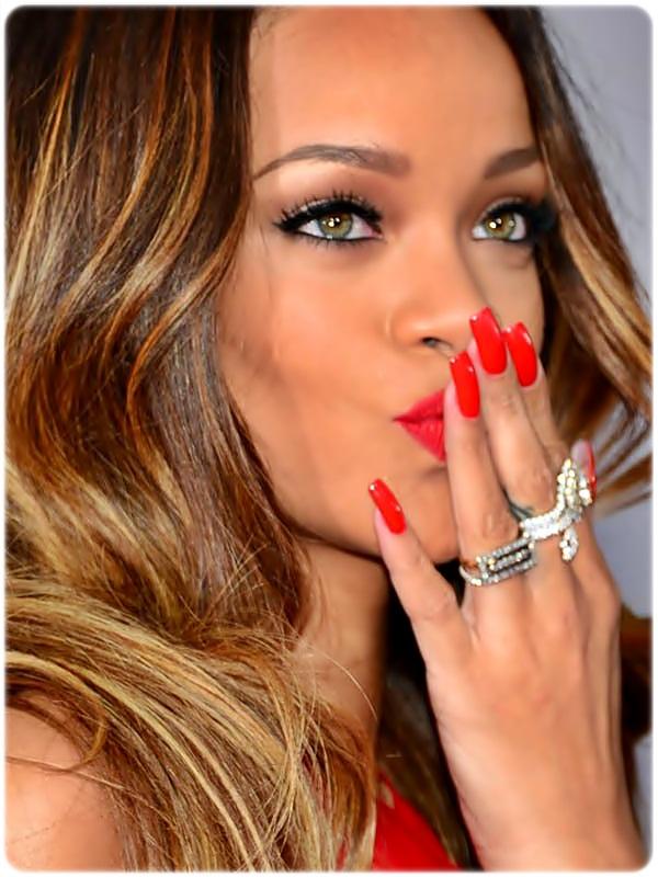 Rihanna unhas