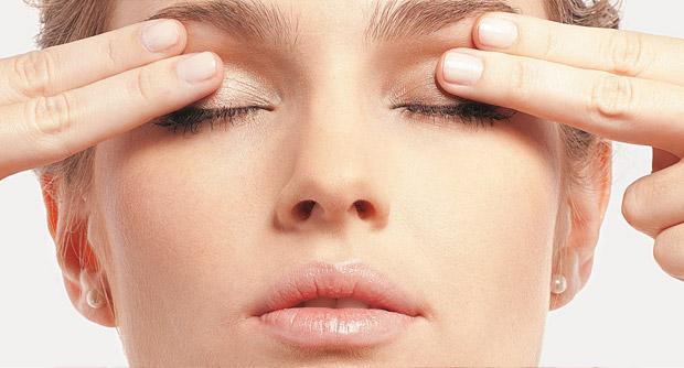 olheiras massagem - Foto: Divulgação
