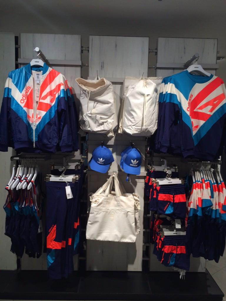 Direto de Paris, lançamentos na loja da Adidas. É ou não muito anos 90?