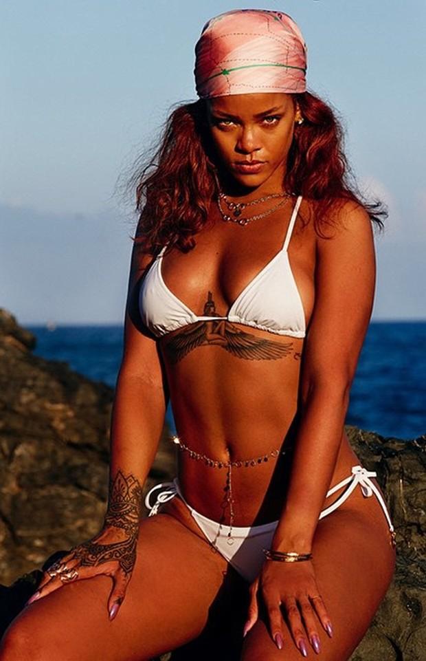 Rihanna tattoo seio