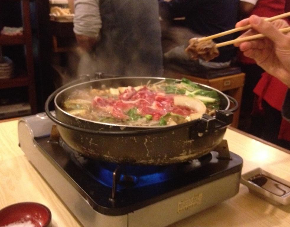 A ideia é comer direto da panela japonesa