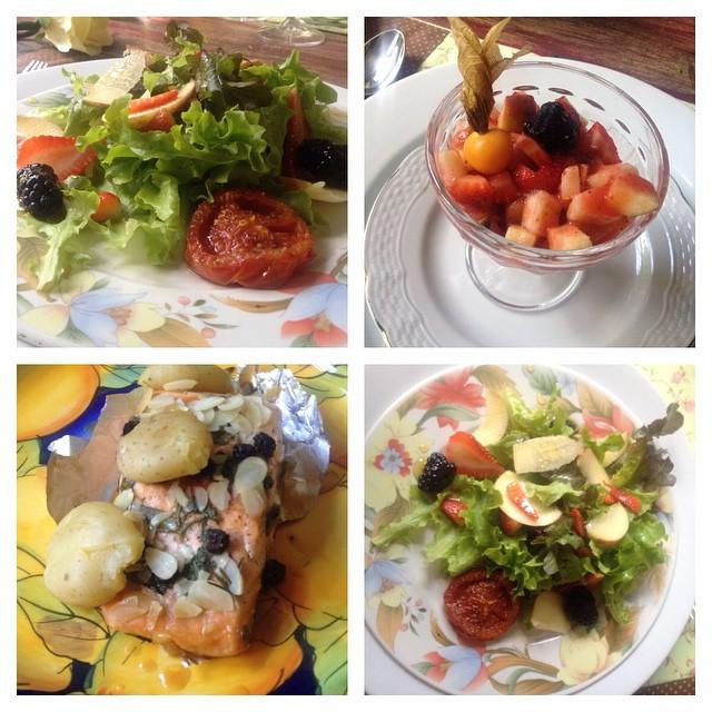 Almoço no House: salada, frutas, salmão e batatas no forno, tudo sem contaminação cruzada