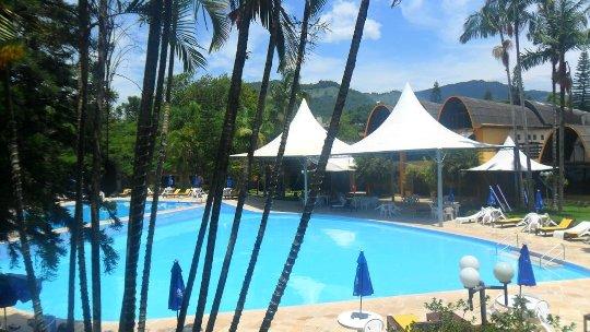Vista dos quartos para piscina