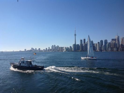 Da embarcação que leva à ilha, essa é a visão