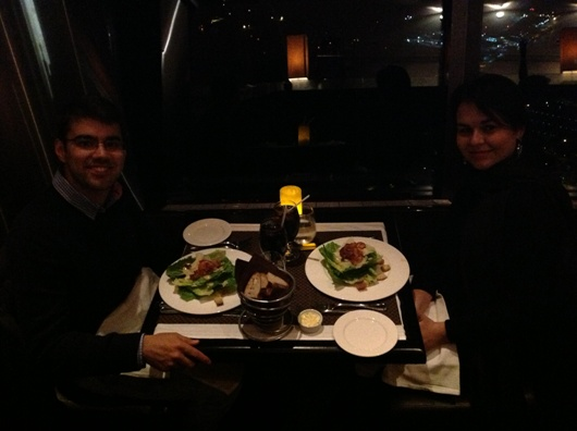 Saladinha de entrada (na foto Andressa e o então noivo, hoje marido, Diori Vasconcelos)
