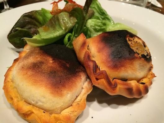 Empanadas Mendocinas no forno de barro