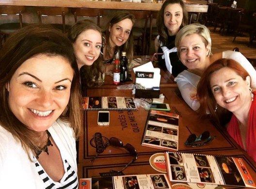 Sara, Kathlyn, Mariana, Kelly, Michelle e Sibeli