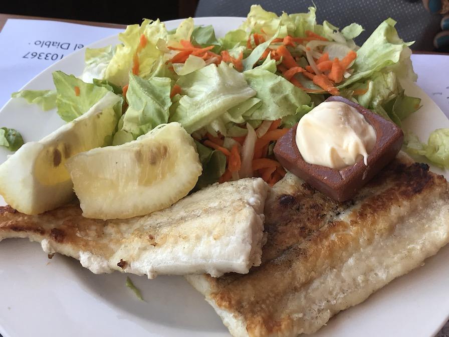 peixe com salada