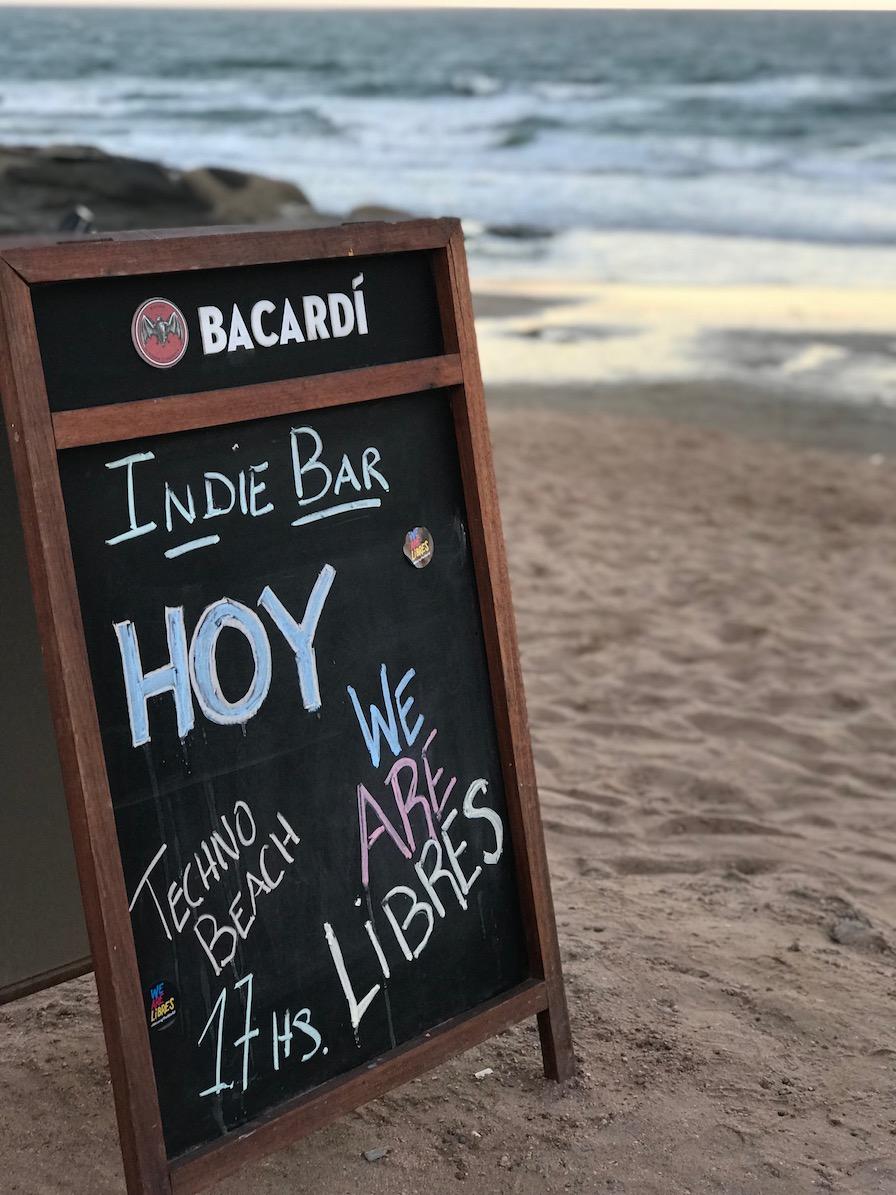 placa na praia
